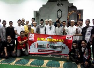Anggota Komunitas Bersama Pengurus Masjid Al Ikhlas Sungai Andai Banjarmasin