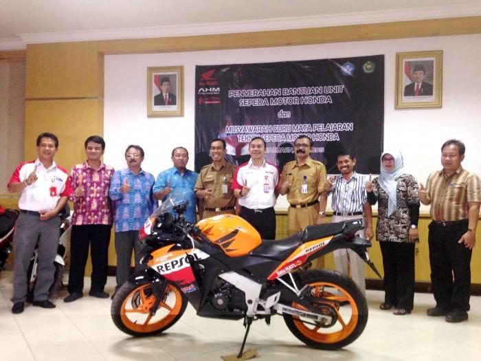 Penyerahan Bantuan Sepeda Motor Premium Honda untuk 6 SMK Kalselteng