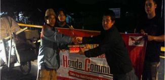 Penyerahan Hidangan Sahur oleh Anggota Honda Community