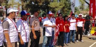 Pemotongan Pita oleh Asisten II, Bpk Burhanuddin sebagai simbolis pembukaan HRC Banjarbaru 2015
