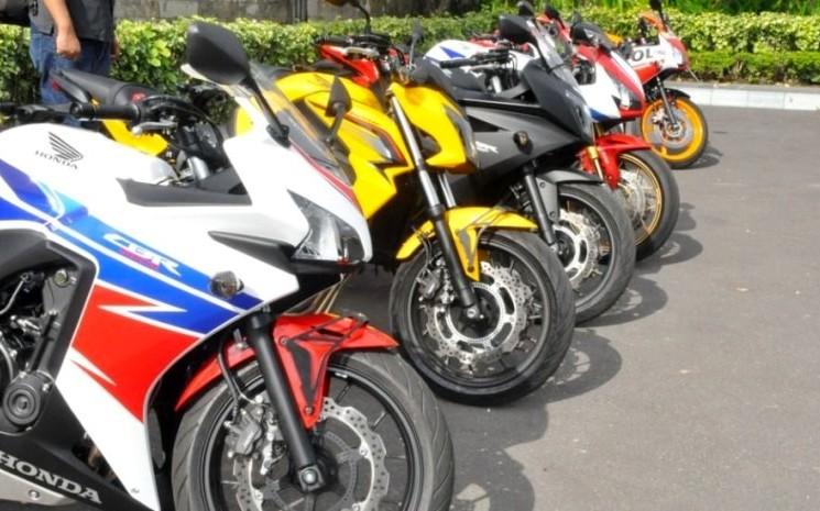 Timang Harga dan Pilah-pilih Moge Honda