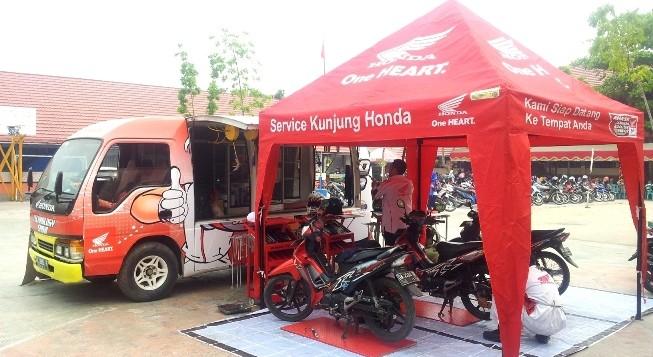 Unit AHASS Keliling PT Trio Motor melakukan pelayanan servis di SMKN 4 Banjarmasin.