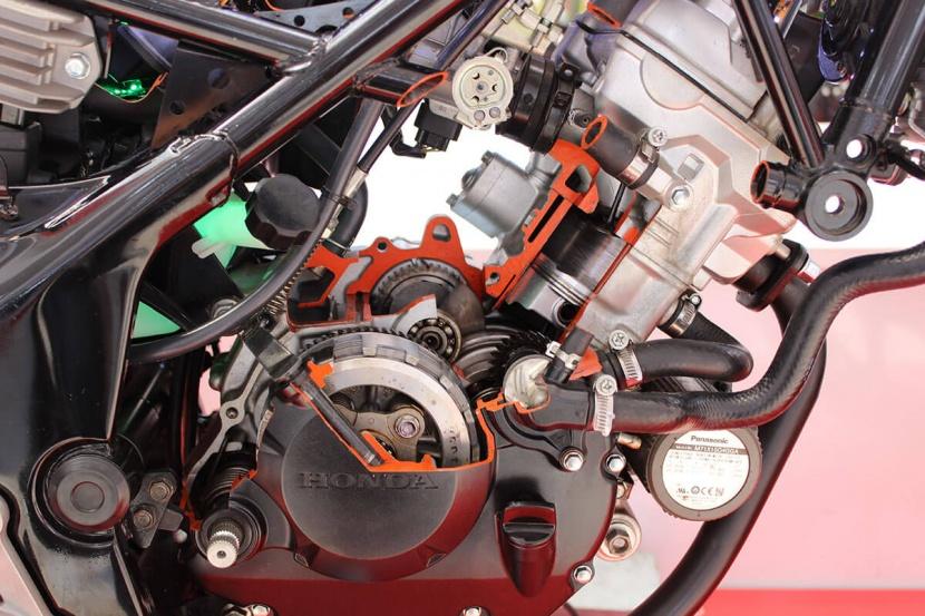 Honda Sonic 150R Dan CB150R Irit Oli Mesin