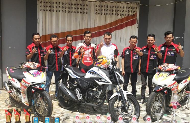 Trio Motor Beri Bonus untuk Pembalap Beprestasi Nasional