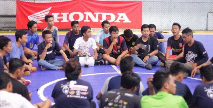 Eratkan Silaturahmi Komunitas Motor Melalui Ketupat Futsal Community