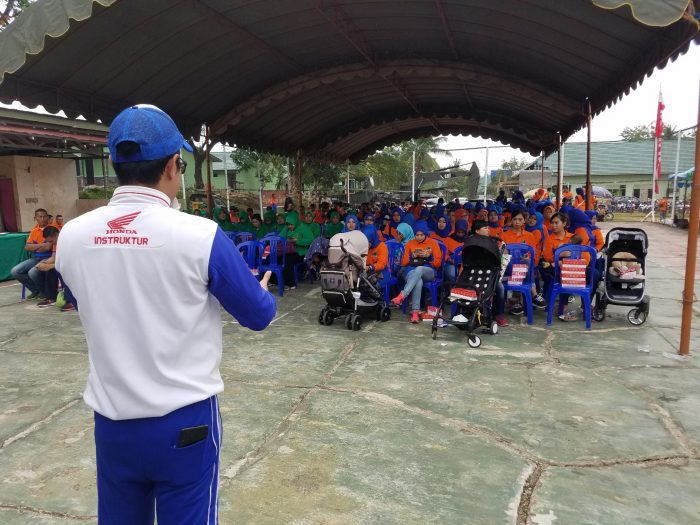Instruktur Safety Riding Trio Motor Edukasi TNI