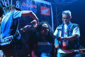 Salah satu peserta asal Jawa bernazar potong rambut jika sampai ke Kalimantan