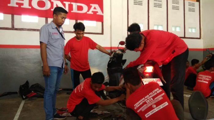 Peringati Sumpah Pemuda: Yayasan AHM dan Trio Motor Latih Generasi Muda Sampit