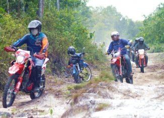 Gelar Jelajah Alam, Trio Motor Ajak Komunitas CRF 150L Trabas Rute Tamiang Layang