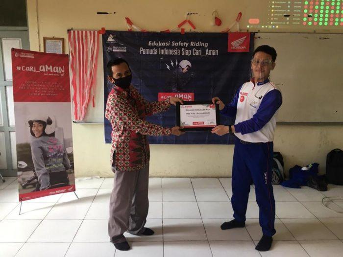 Gandeng Kepolisian, Honda Edukasi #Cari_Aman Berkendara di SMA PGRI 2 Banjarmasin
